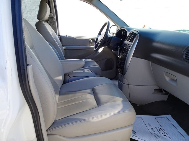 2006 Chrysler Town & Country Touring Madison, NC 35