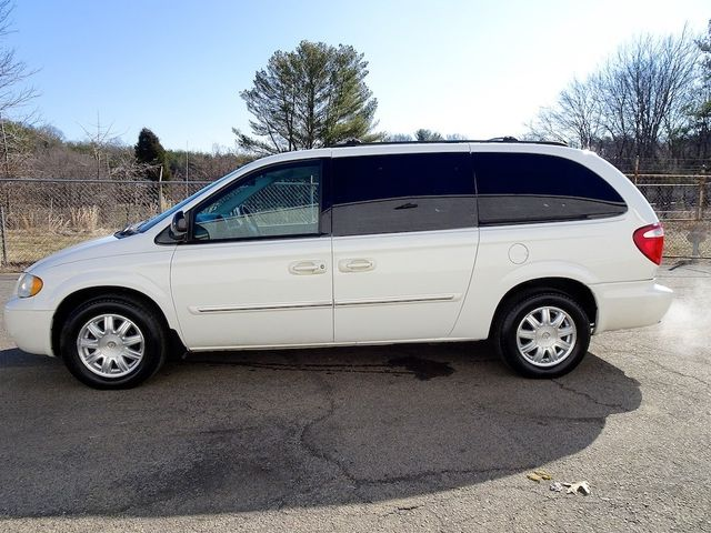 2006 Chrysler Town & Country Touring Madison, NC 5