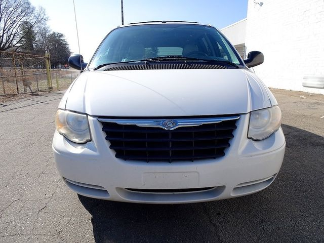 2006 Chrysler Town & Country Touring Madison, NC 7