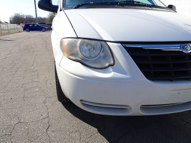 2006 Chrysler Town & Country Touring Madison, NC 8