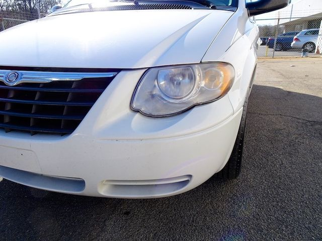 2006 Chrysler Town & Country Touring Madison, NC 9