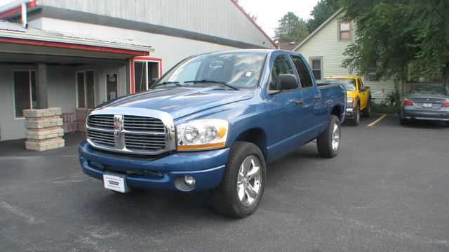 2006 Dodge Ram 1500 SLT in Coal Valley, IL 61240