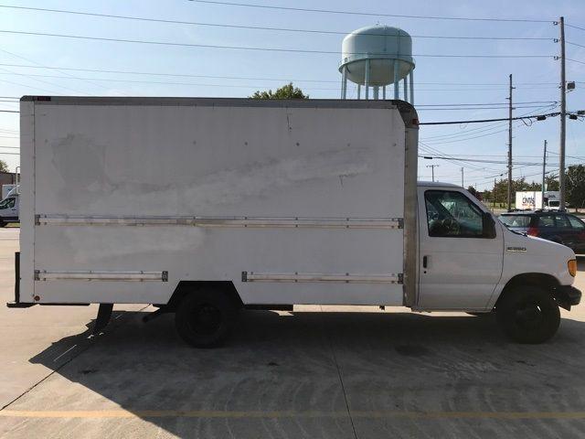 2006 Ford E-350SD Base in Medina, OHIO 44256