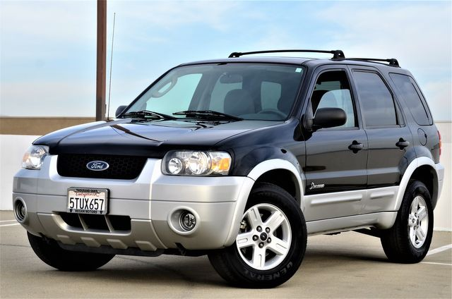 2006 Ford Escape Hybrid in Reseda, CA, CA 91335