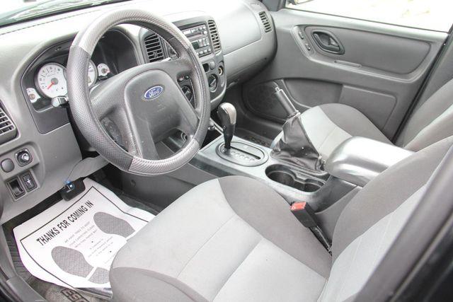 2006 Ford Escape XLS Santa Clarita, CA 8
