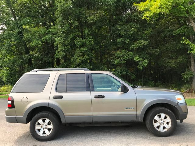 2006 Ford Explorer XLT Ravenna, Ohio 4