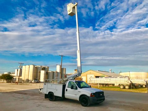 2006 Ford F350 BUCKET TRUCK   in Fort Worth, TX