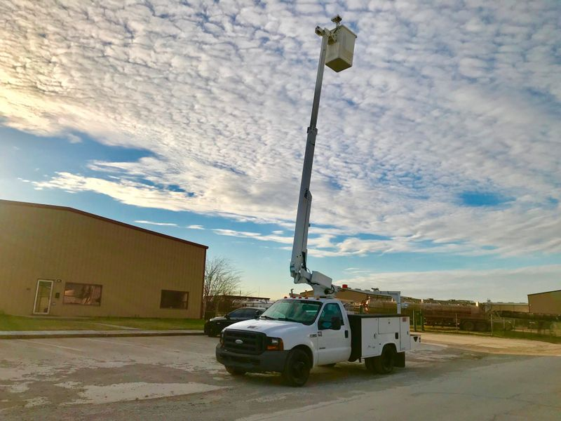 2006 Ford F350 BUCKET TRUCK    city TX  North Texas Equipment  in Fort Worth, TX