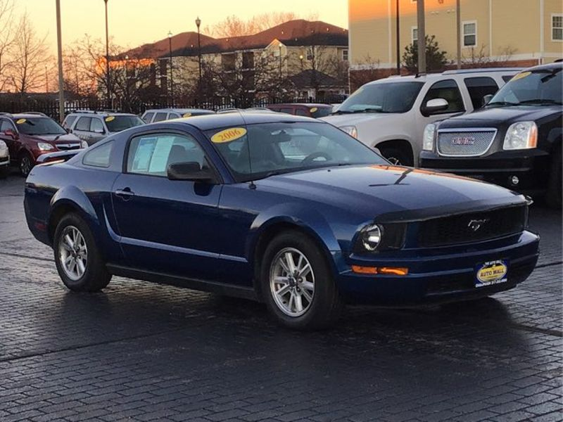 2006 Ford Mustang Premium | Champaign, Illinois | The Auto Mall of Champaign in Champaign Illinois
