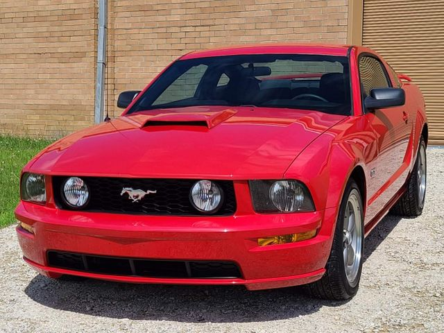 2006 Ford Mustang GT Deluxe in Hope Mills, NC 28348
