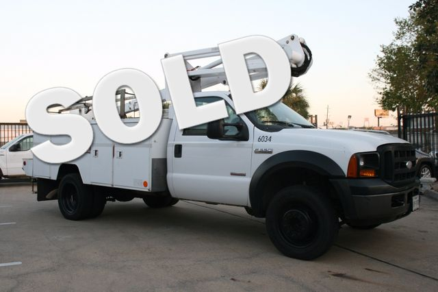 2006 Ford Super Duty F-550 DRW XLT Bucket Boom Houston, Texas 1
