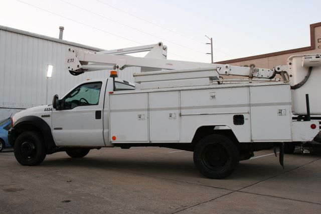 2006 Ford Super Duty F-550 DRW XLT Bucket Boom Houston, Texas 6