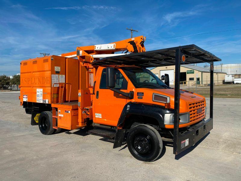 2006 GMC 5500 BUCKET TRUCK   city TX  North Texas Equipment  in Fort Worth, TX
