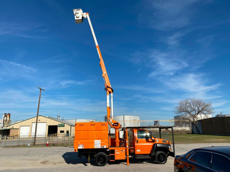 2006 GMC 5500 BUCKET TRUCK   city TX  North Texas Equipment  in Fort Worth, TX