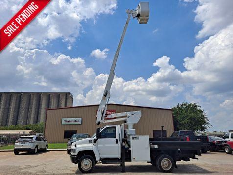 2006 GMC C5500 42' ALTEC ARTICULATING & TELESCOPIC FLATBED BUCKET TRUCK in Fort Worth, TX