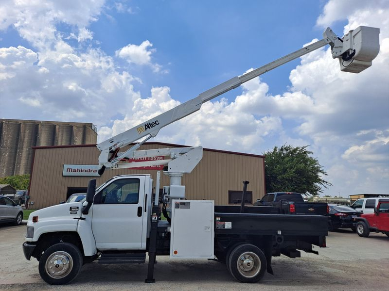 2006 GMC C5500 42 ALTEC ARTICULATING  TELESCOPIC FLATBED INSULATED BUCKET TRUCK  city TX  North Texas Equipment  in Fort Worth, TX