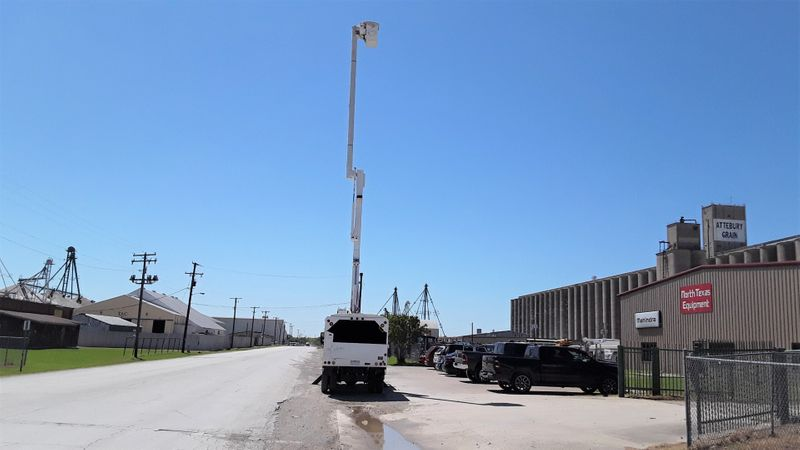 2006 GMC C7500 FORESTRY BUCKET CHIPPER BOX LOW MILES  PONY MOTOR 60FT ALTEC BOOM  city TX  North Texas Equipment  in Fort Worth, TX