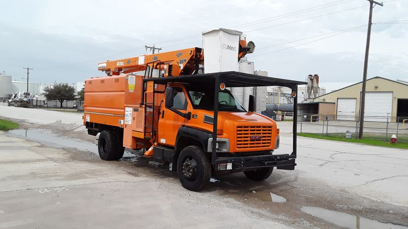 2006 GMC GMC C7500 FORESTRY TRUCK LOW MILES-PONY MOTOR-CHIPPER BOX-60FT ALTEC BOOM   city TX  North Texas Equipment  in Fort Worth, TX