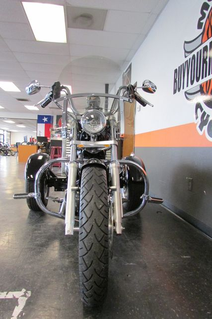 2006 Harley-Davidson Sportster® 1200 Custom Arlington, Texas 3