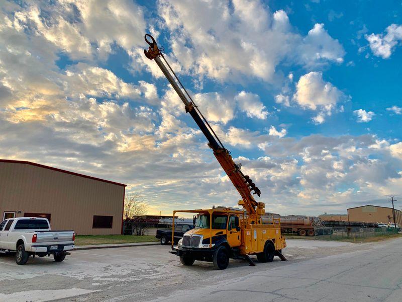 2006 International 4300 DIGGER DERRICK   city TX  North Texas Equipment  in Fort Worth, TX