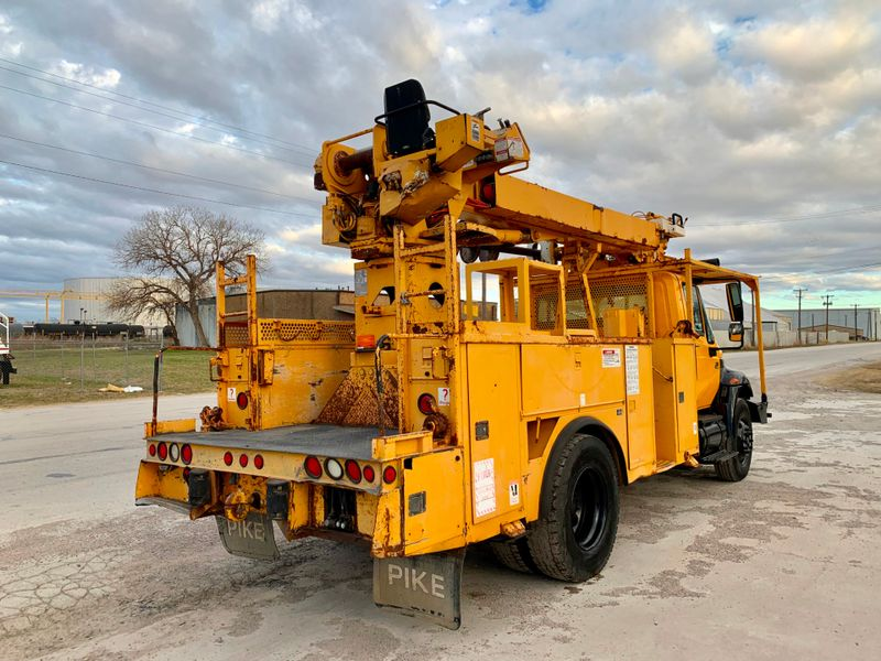 2006 International 4300 DIGGER DERRICK   city TX  North Texas Equipment  in Fort Worth, TX