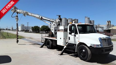 2006 International 4300 DT466 AUTO A/C DIGGER DERRICK MATERIAL HANDLER in Fort Worth, TX