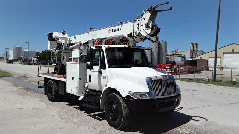 2006 International 4300 DT466 AUTO AC DIGGER DERRICK MATERIAL HANDLER  city TX  North Texas Equipment  in Fort Worth, TX