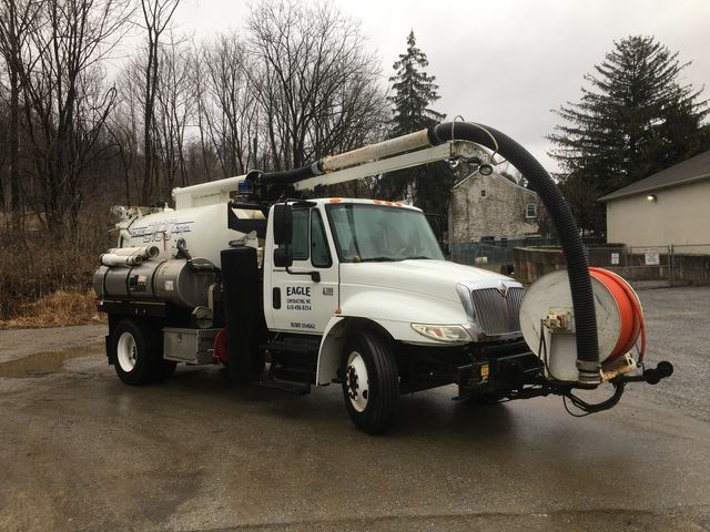 2007 International 4300 DT466 Vac Truck