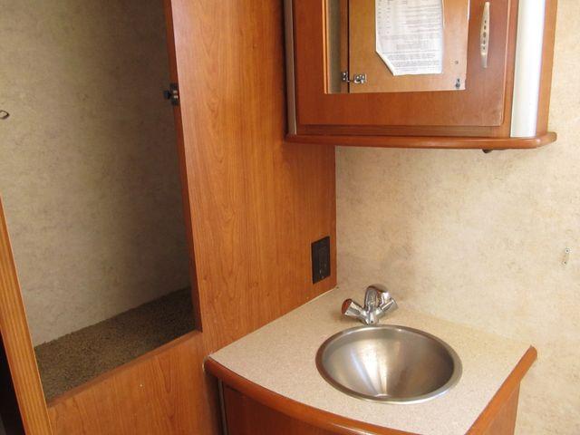 2006 Itasca NAVION 23H Albuquerque, New Mexico 8