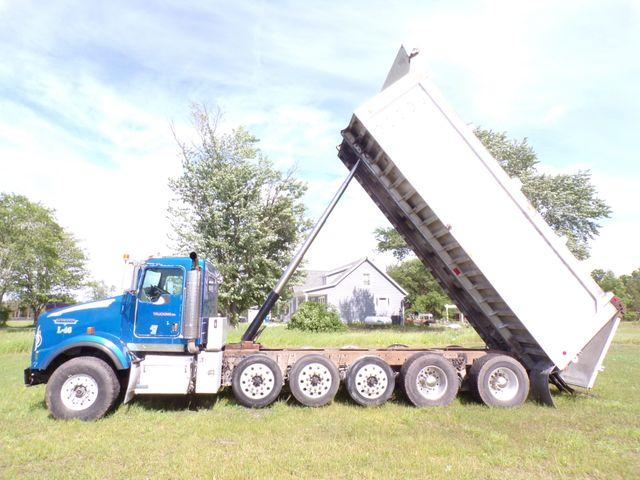 2006 Kenworth T800 in Ravenna, MI 49451