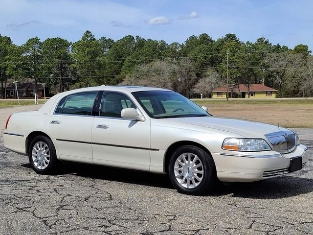 2006 Lincoln Town Car Signature in Hope Mills, NC 28348