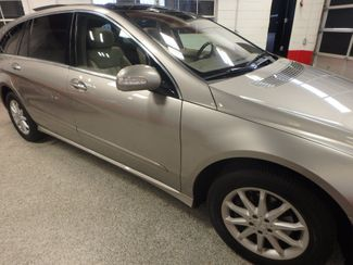 2006 Mercedes R350, 3.5l AWD, ROCK SOLID SPORT WAGON!~ Saint Louis Park, MN 28