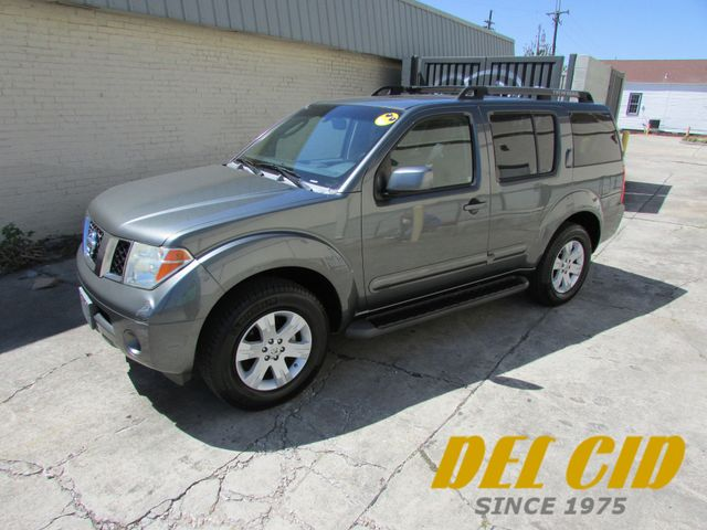 2006 Nissan Pathfinder 4x4 LE, Leather! Sunroof! Very Clean!