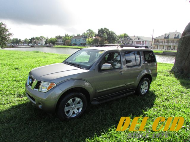 2006 Nissan Pathfinder LE in New Orleans Louisiana, 70119