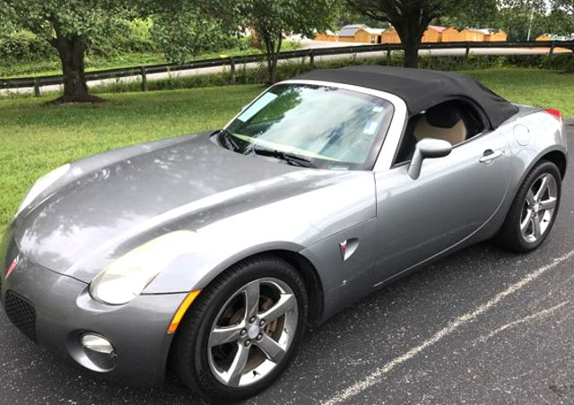 2006 Pontiac-Mint!! Great Gas Mpg! Solstice-CONVERTIBLE!!  BUY HERE PAY HERE! Knoxville, Tennessee 2