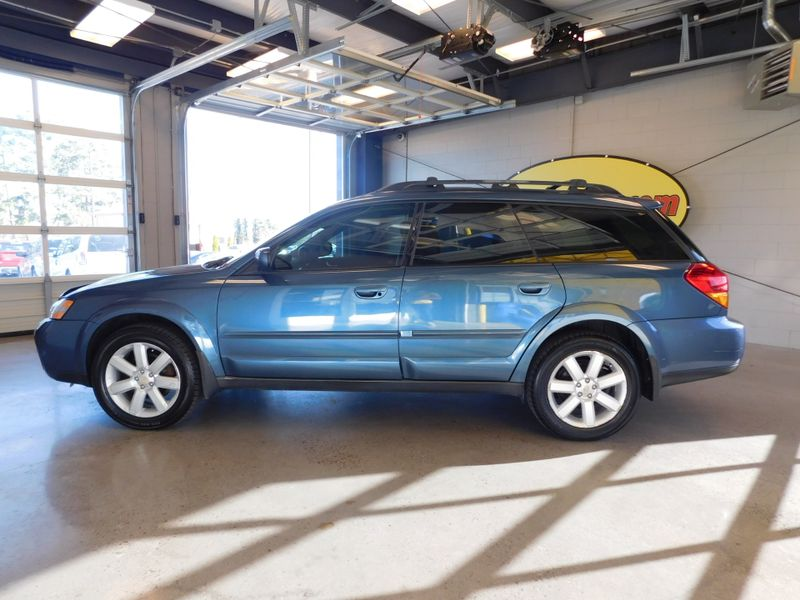 2006 Subaru Outback 25i Ltd  city TN  Doug Justus Auto Center Inc  in Airport Motor Mile ( Metro Knoxville ), TN