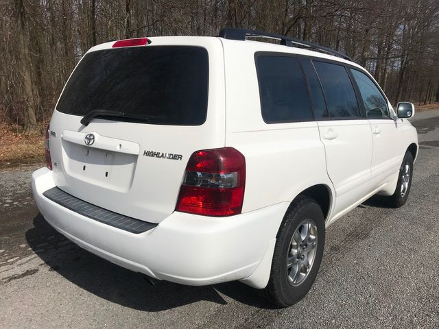 2006 Toyota Highlander w/3rd Row Ravenna, Ohio 3