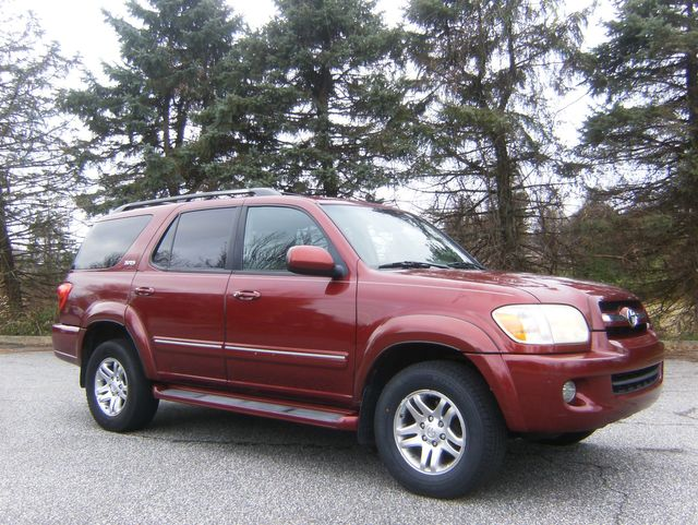 2006 Toyota Sequoia SR5 4WD in West Chester, PA 19382