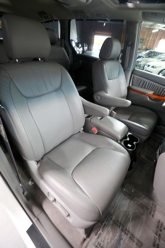 2006 Toyota Sienna XLE - Pkg 7 - DVD - Leather - Sunroof  city California  MDK International  in Los Angeles, California
