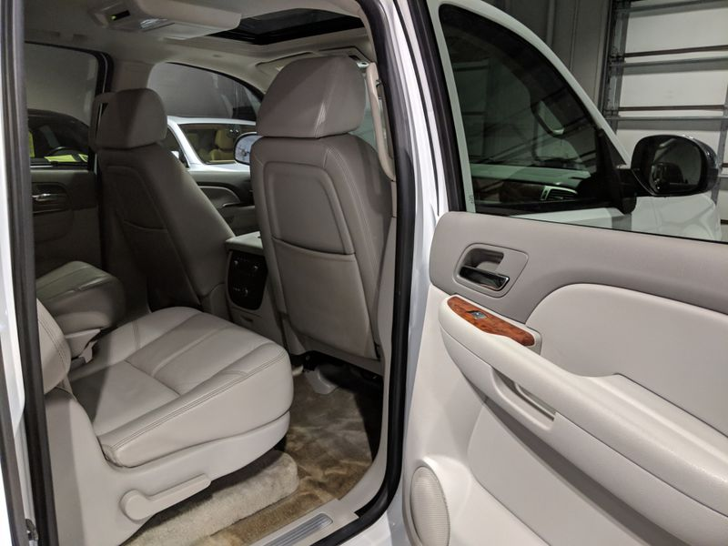 2007 Chevrolet Suburban LTZ  Lake Forest IL  Executive Motor Carz  in Lake Forest, IL