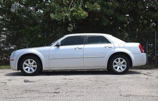 2007 Chrysler 300 Hollywood, Florida 9