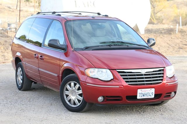 2007 Chrysler Town & Country Limited Santa Clarita, CA 3