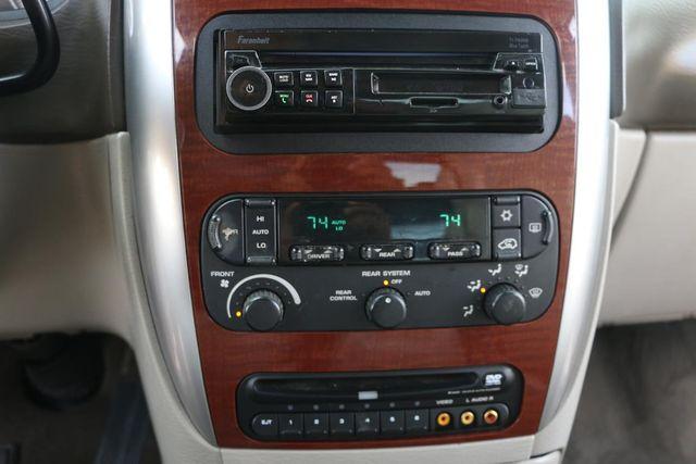 2007 Chrysler Town & Country Limited Santa Clarita, CA 24