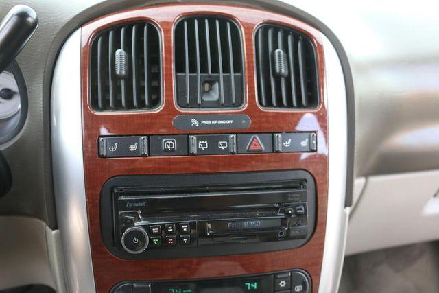 2007 Chrysler Town & Country Limited Santa Clarita, CA 25