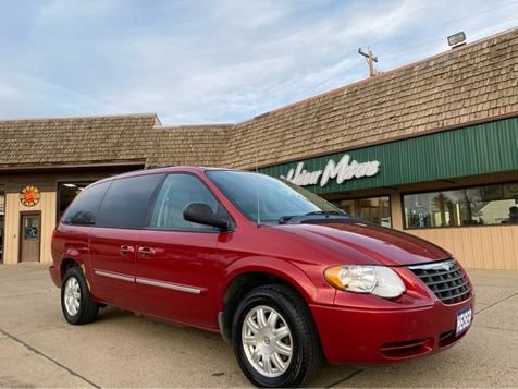 2007 Chrysler Town & Country Touring in Dickinson, ND