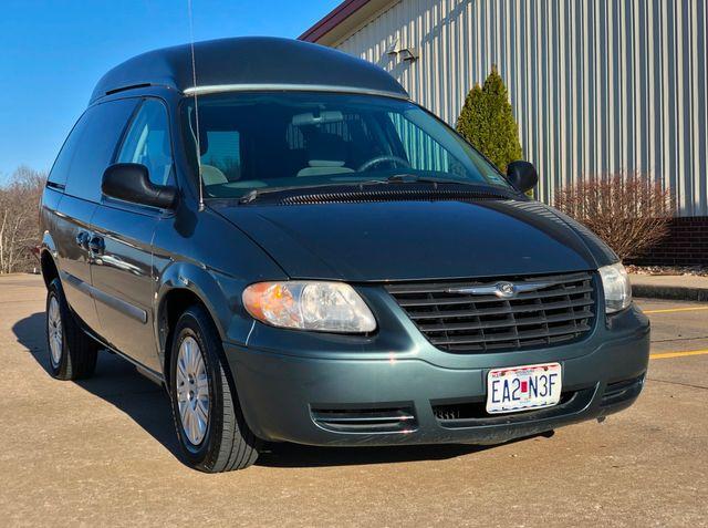 2007 Chrysler Town & Country LX Wheelchair Van