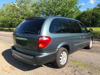 2007 Chrysler Town & Country Touring Ravenna, Ohio 3