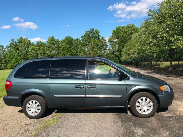 2007 Chrysler Town & Country Touring Ravenna, Ohio 4
