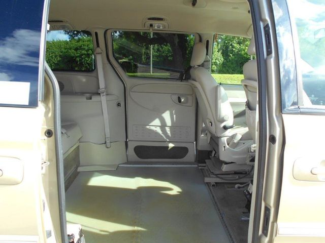 2007 Chrysler Town & Country Touring Wheelchair Van Pinellas Park, Florida 7