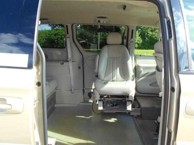 2007 Chrysler Town & Country Touring Wheelchair Van Pinellas Park, Florida 9